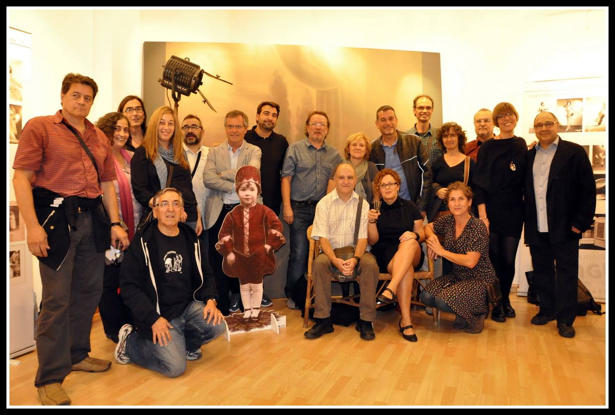 """Alguns dels socis de Fotoconnexió assistents a la inaguració del """"Daguerre de Sants"""""""