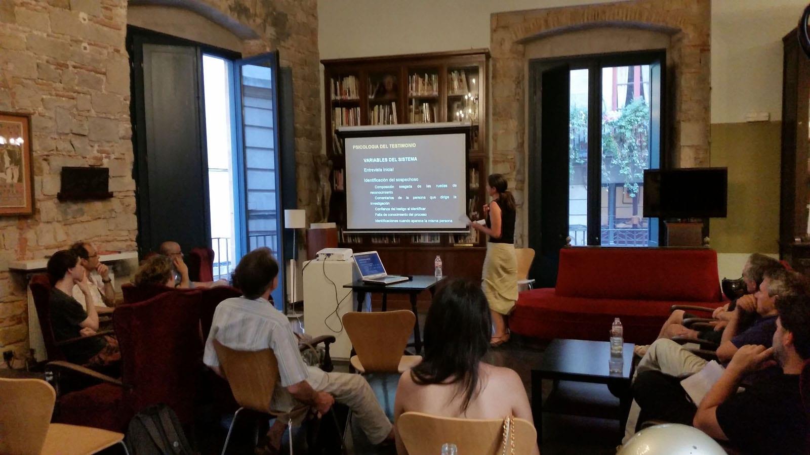 Fototertúlia El sesgo del mugshot: una historia de culpabilidad A càrrec de Lourdes Delgado Fernández al Cercle Artístic de Sant Lluc. 6/7/2015