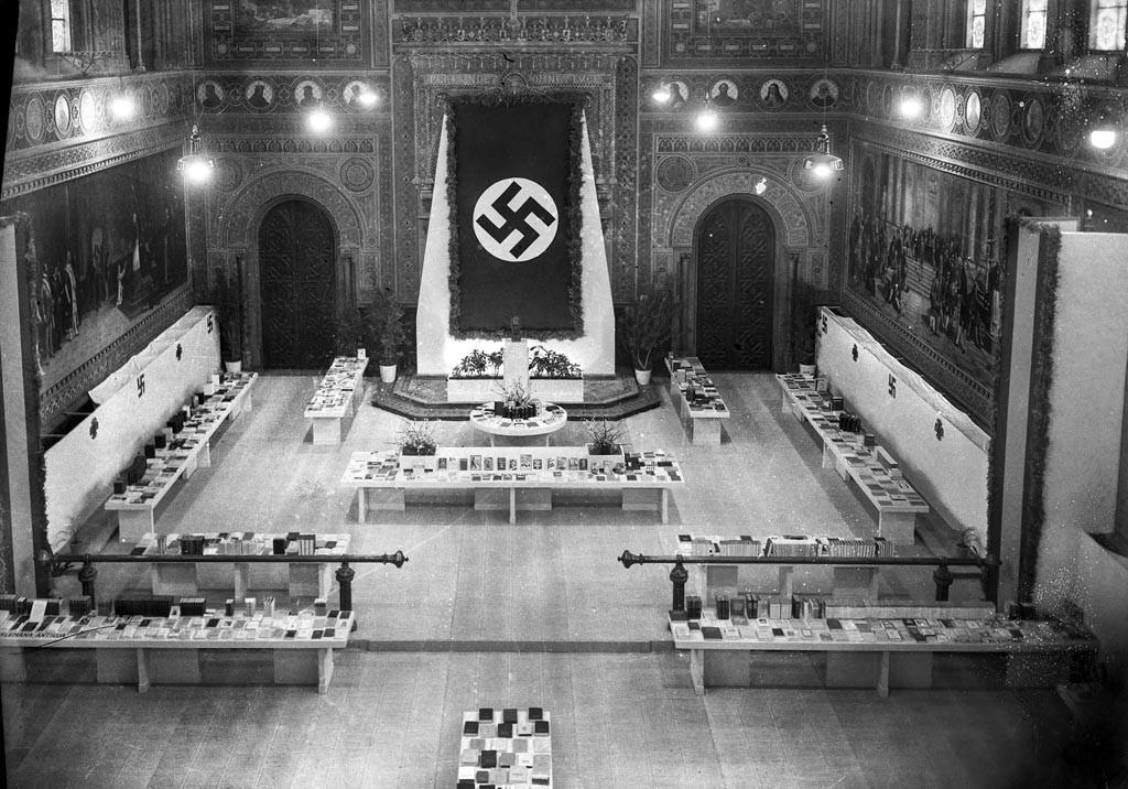 Exposició del llibre alemany al paranimf de la Universitat de Barcelona, febrer de 1941. Alexandre Merletti / IEFC