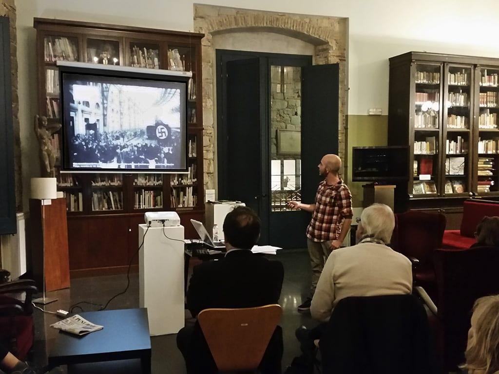 """Fototertúlia """"Un viatge fotogràfic per la Barcelona nazi i feixista (1939-1943). Presentació de la recerca iconogràfica del projecte «Perseguits i Salvats»"""" a càrrec de Jordi Algué. Cercle Artístic de Sant Lluc 2/11/2015"""