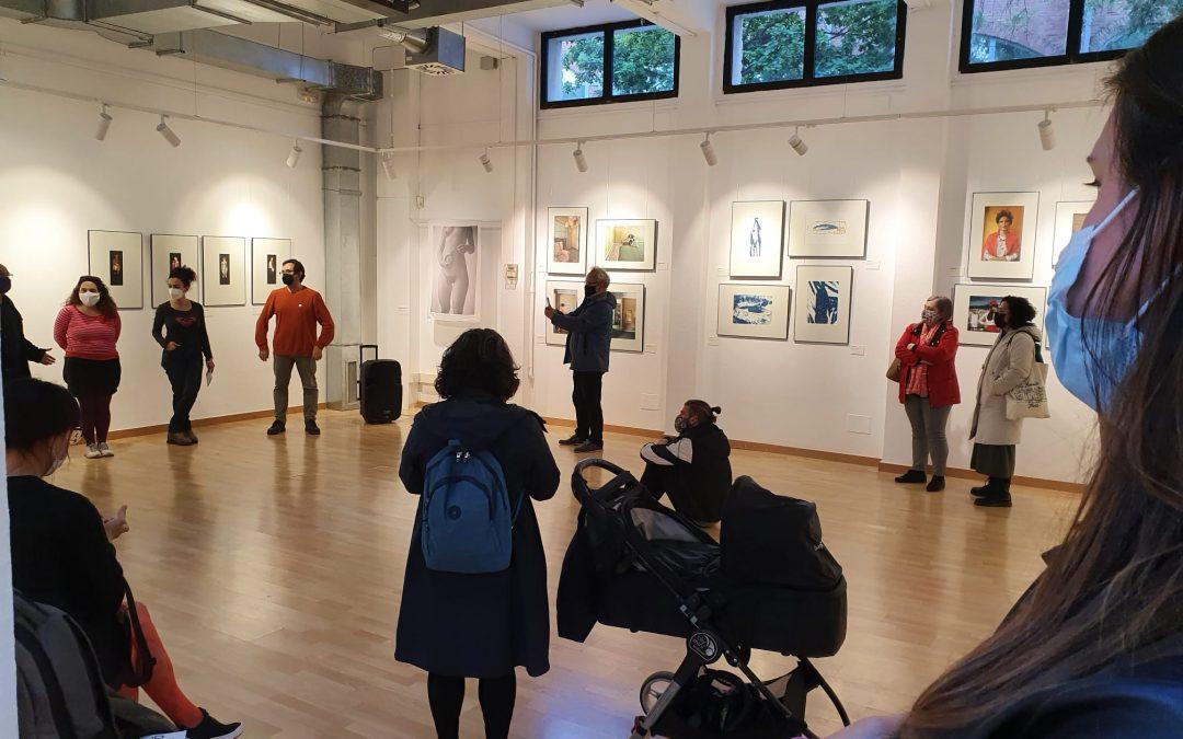 Inauguració de l'exposició 11 Fotoconnectades a les cotxeres de Sants